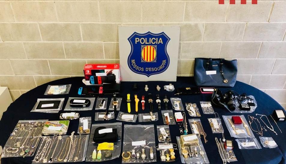 Objectes recuperats pels Mossos en els escorcolls als domicilis dels detinguts.