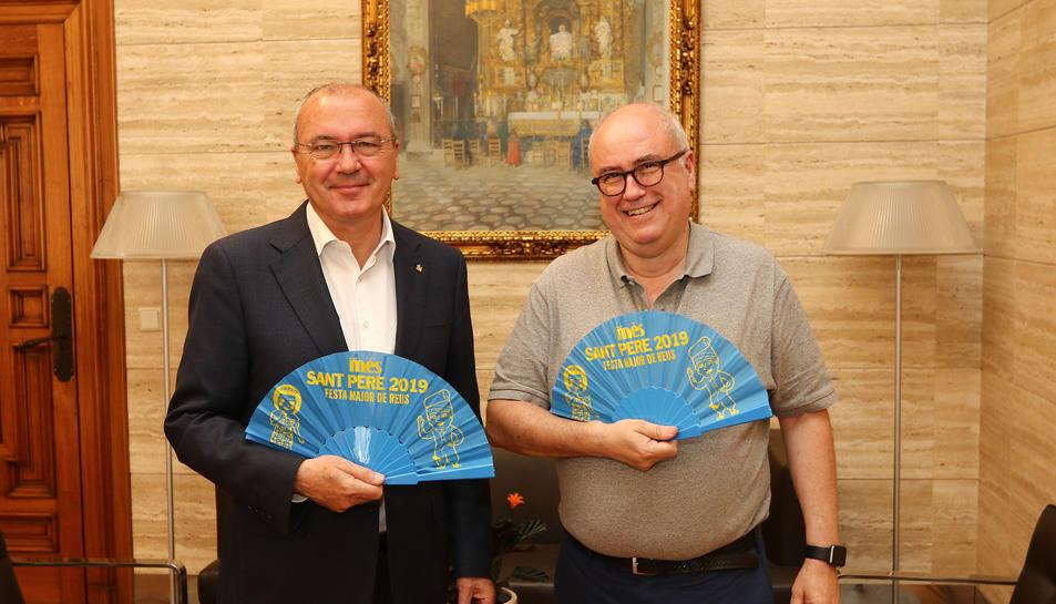 L'alcalde de la ciutat, Carles Pellicer, i el Director General del mitjà, Carles Abelló amb els vanos.