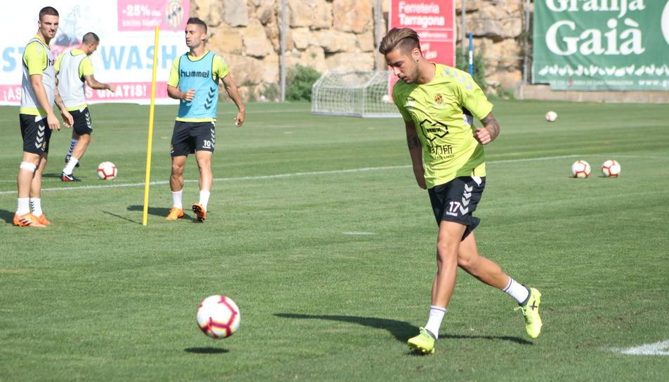 Abeledo, durant un entrenament amb el Gimnàstic de Tarragona a les instal·lacions de la Budellera.
