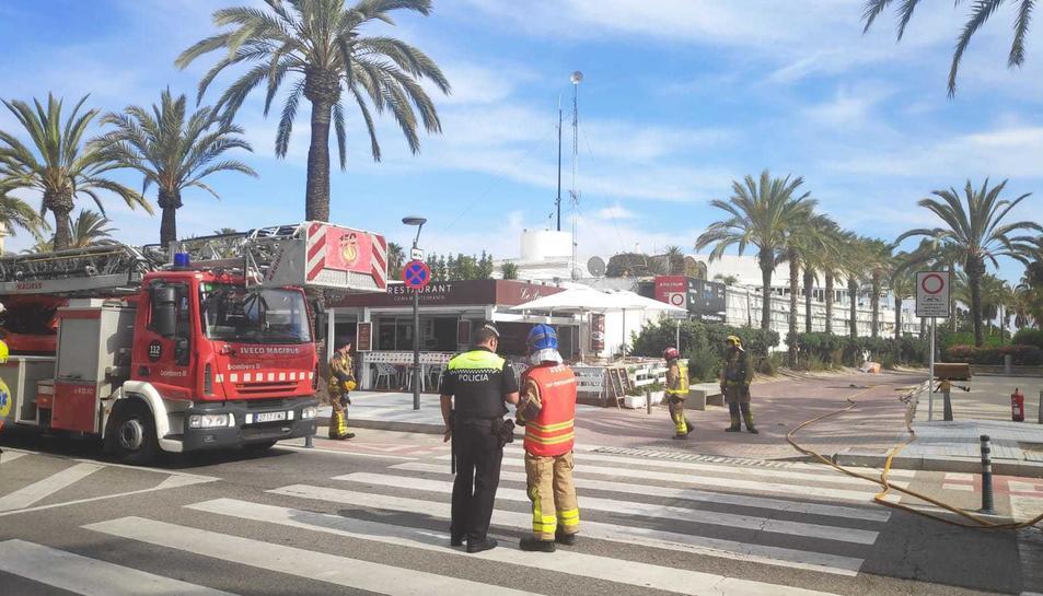 La policia i els bombers actuen després de l'explosió