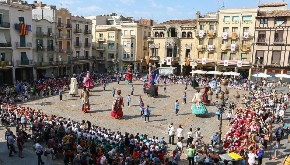 Els nens han assistit a la festa de Corpus a la plaça del Mercadal.