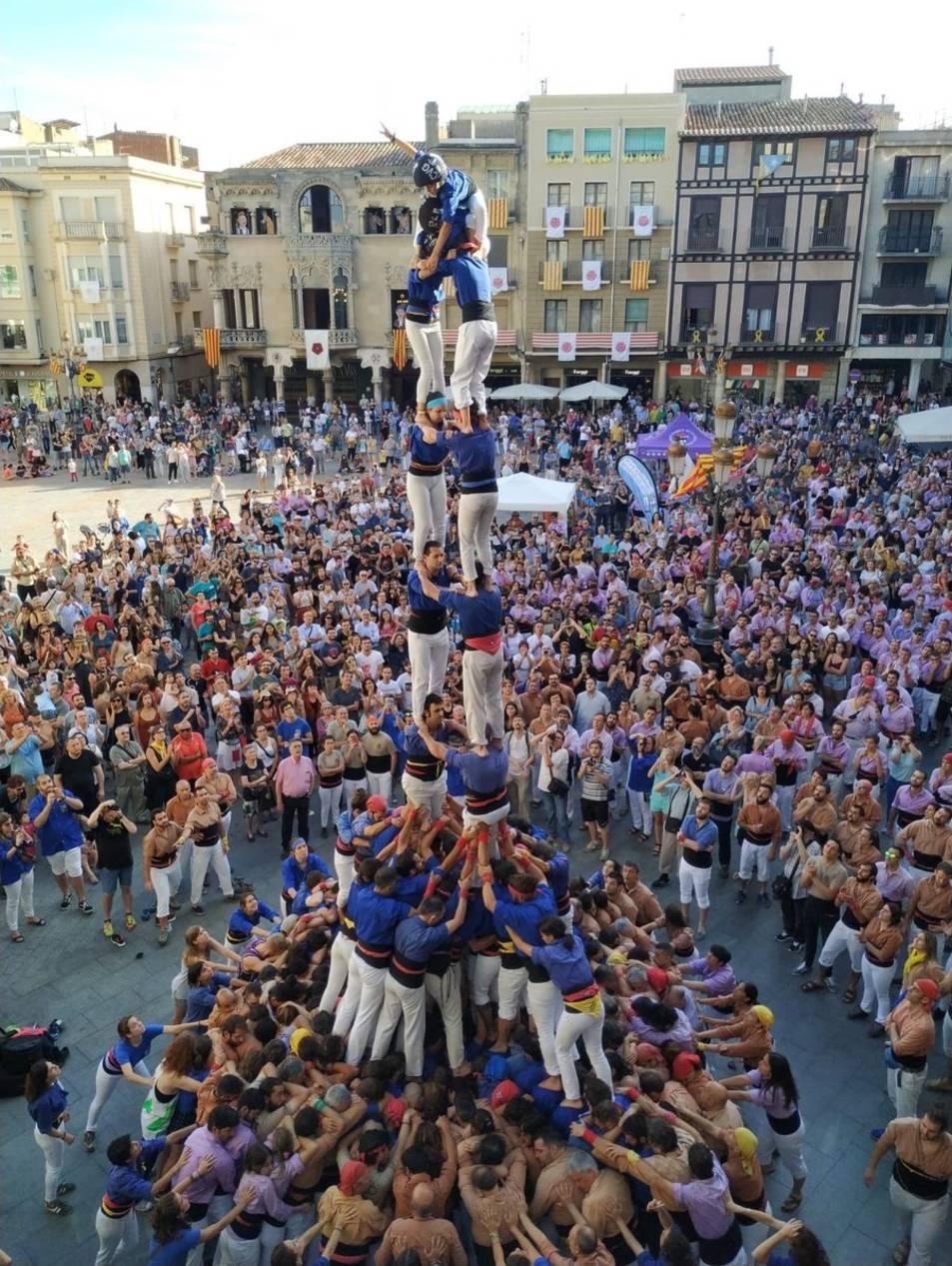 La Jove de Tarragona ha reeditat el castell de nou pisos.