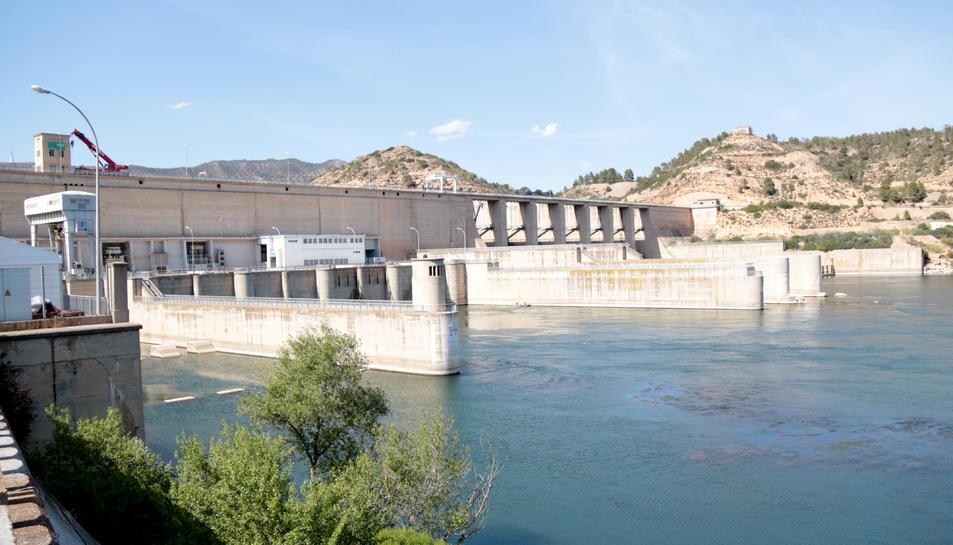 La central hidroelèctrica de Riba-Roja d'Ebre (Ribera d'Ebre), després de la deflagració.