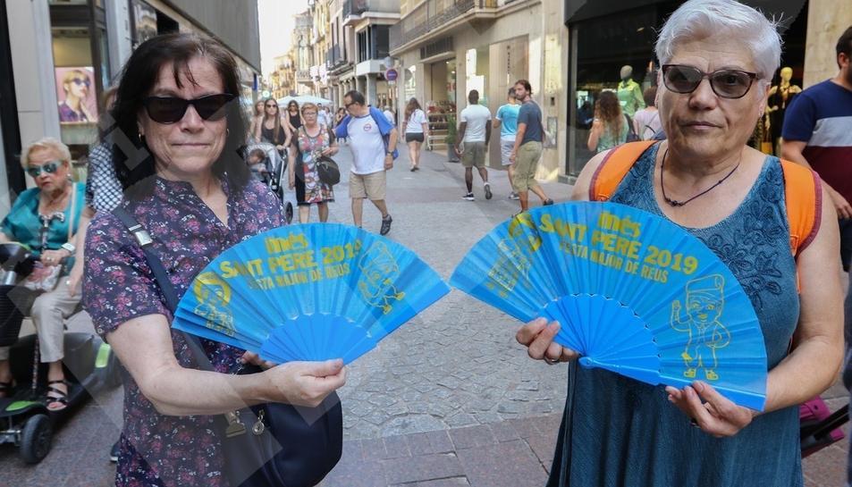 El Diari Més reparte abanicos de Sant Pere en Reus (I)