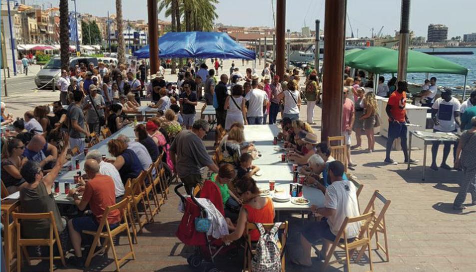 Els assistents podran gaudir de la degustació de les sardines i una beguda amb un donatiu de 5 euros.