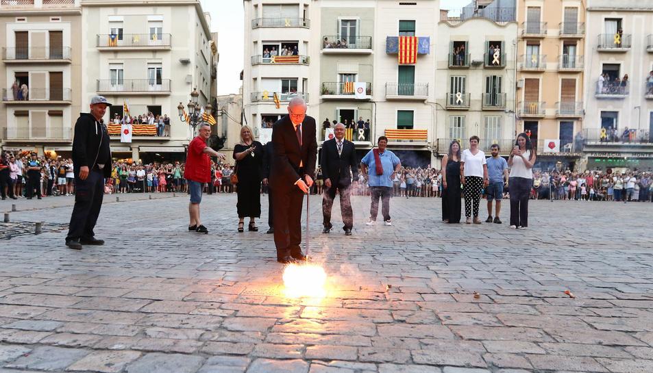 L'expresident de la Cambra de Comerç de Reus, Isaac Sanromà, va ser l'encarregat de pronunciar el pregó i encendre la Tronada.