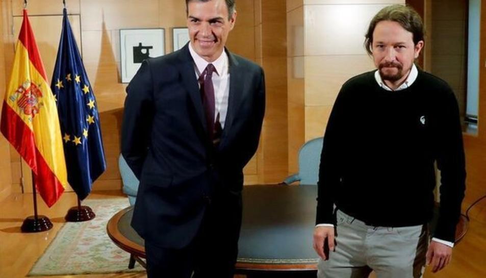 El president en funcions, Pedro Sánchez, i Pablo Iglesias, al Congrés.