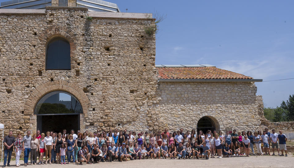 Fotografia de família de l'acte de reconeixement a tot el personal docent de Constantí.
