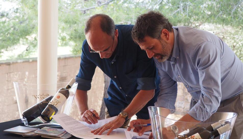 Moment de la signatura del conveni entre la DO Catalunya i l'ICAC.