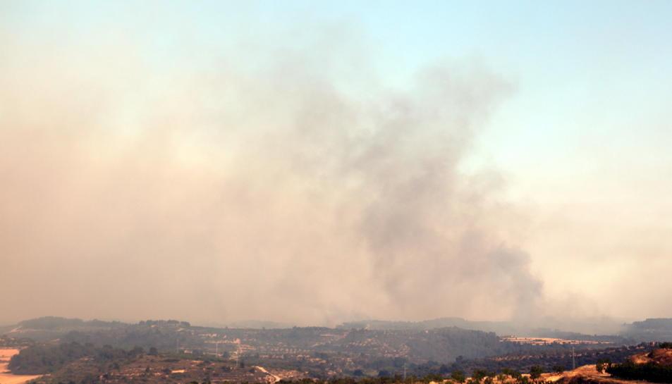 Imatge de l'incendi que afecta la Ribera d'Ebre des del mirador de Maials, el 27 de juny del 2019