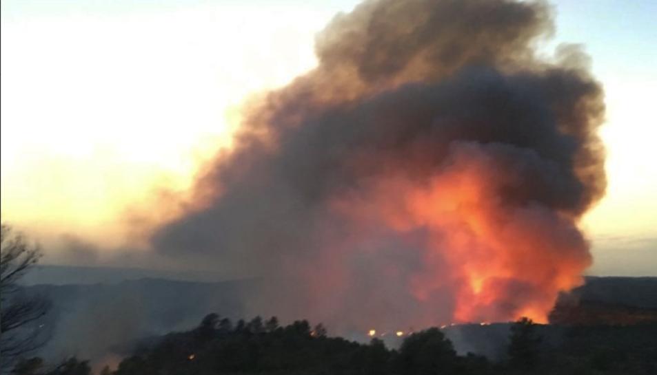 Es tracta d'un dels pitjors incendis dels darrers 20 anys, amb un potencial de 20.000Ha.