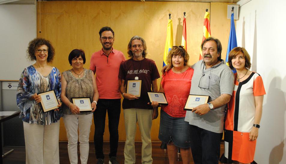 Els professors jubilats a l'Ajuntament de Vila-seca.