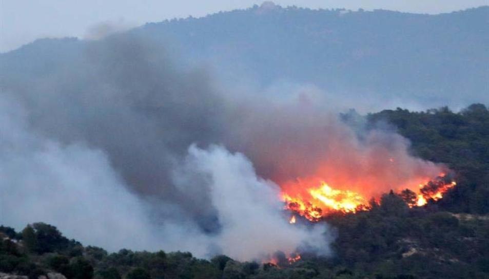 Imatge de l'incendi a la zona de la Torre de l'Espanyol
