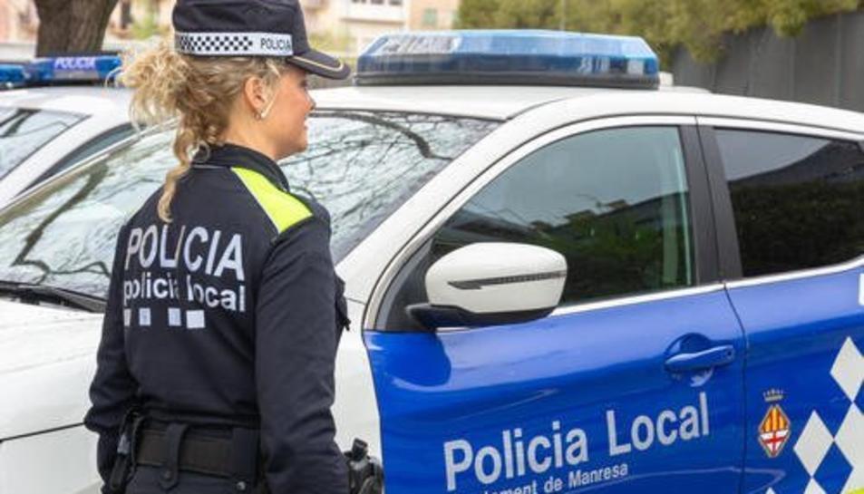 Imatge d'arxiu d'una agent de la Policia Local de Manresa.