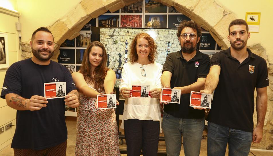 Martínez, González, Castel, Milà i de la Fuente mostren el programa de l'activitat turística.