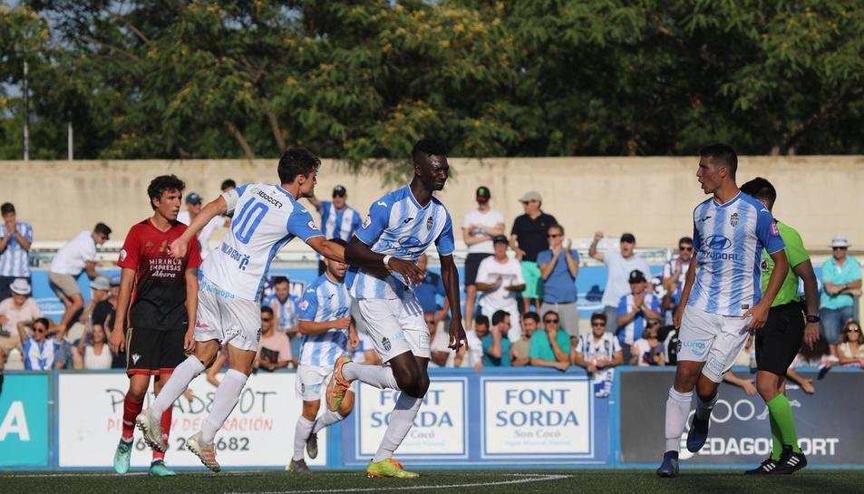 Jugadors de l'Atlético Baleares durant la promoció d'ascens