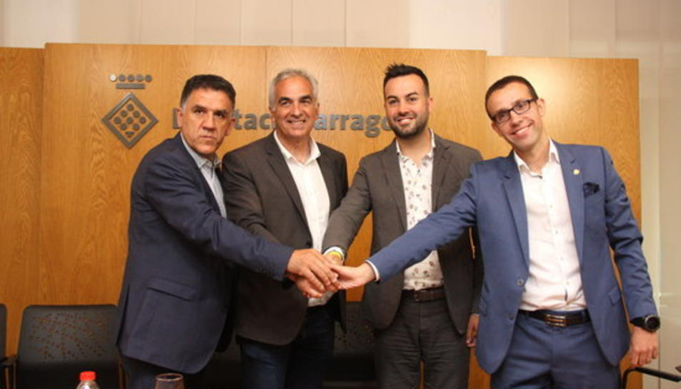 Imatge dels diputats d'ERC i Junts per Catalunya que han informat del pacte de govern a la Diputació de Tarragona.