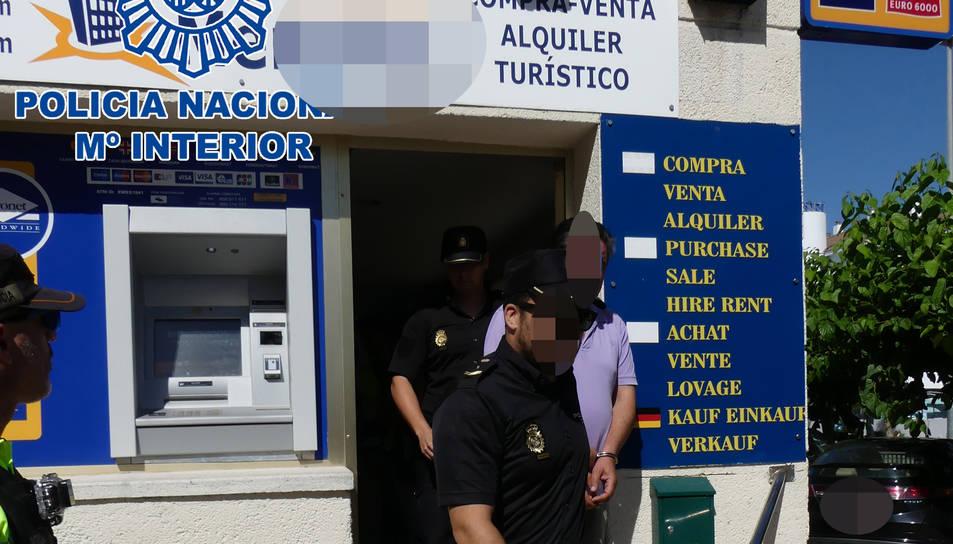 La Policia Nacional ha detingut una persona i n'investiga una altra.