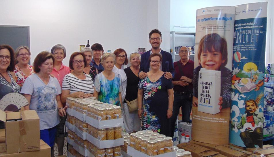 Els cartrons de llet es van entregar ahir dimarts al Banc d'Aliments.