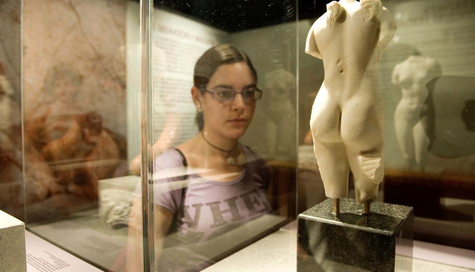 Imatge retrospectiva d'una exposició a la seu del MNAT abans de tancar per a realitzar obres.