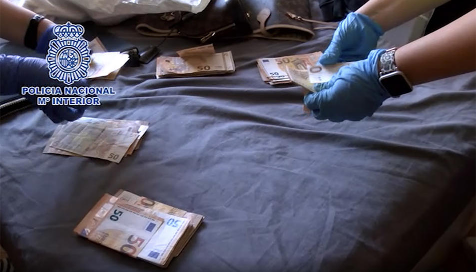 Imatge de diners localitzats durant els registres de la Policia Nacional.