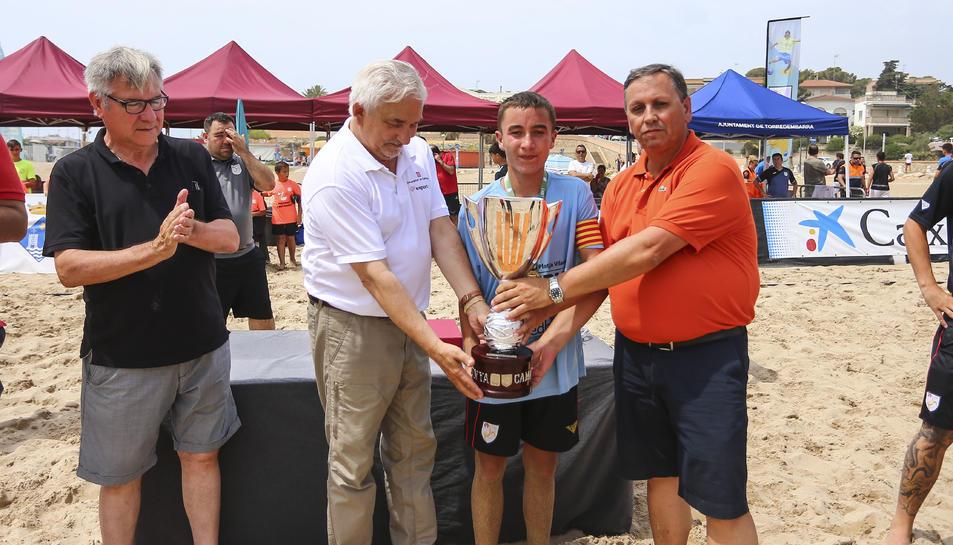 L'equip cadet del CF Platja Vilanova.
