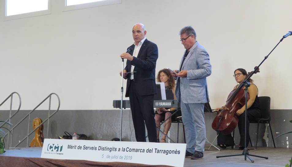 Daniel Cid, president del Consell Comarcal del Tarragonès i Pere Virgili, vicepresident del Consell Comarcal presentant l'acte