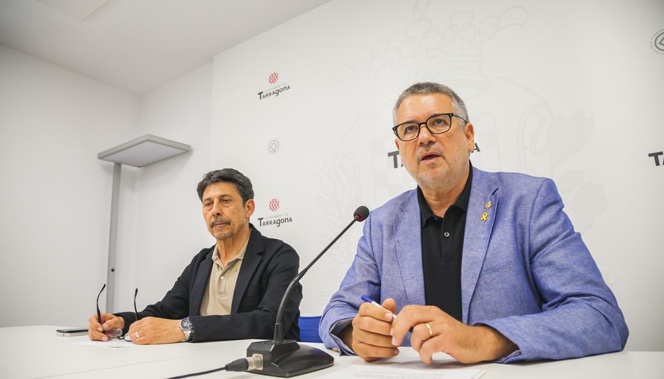 L'alcalde Pau Ricomà, acompanyat del regidor de Seguretat, Manel Castaño, a l'Ajuntament.