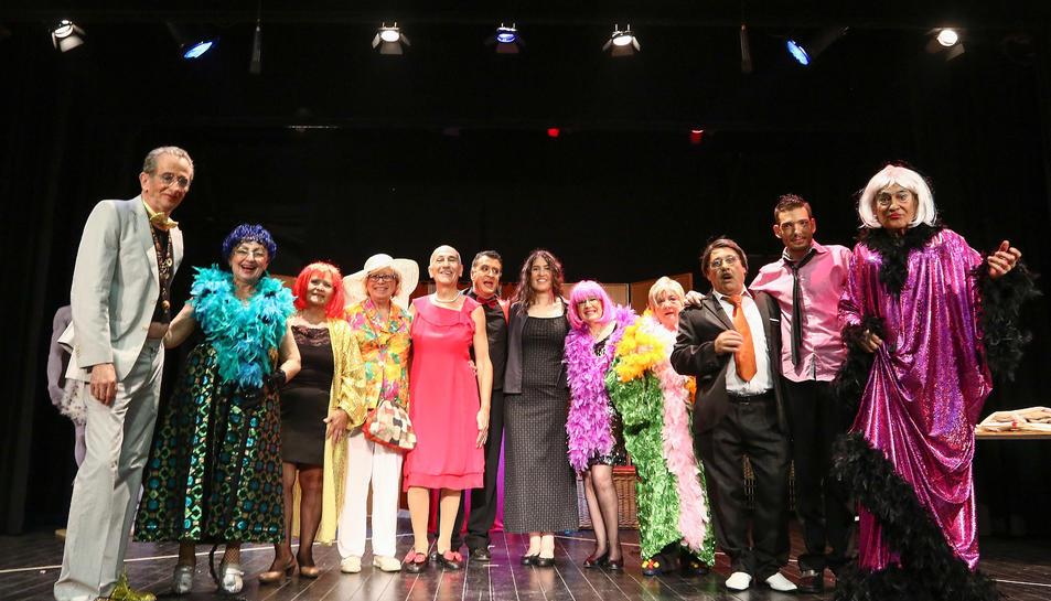 Els actors de La Teatr'Era, al final de la representació del passat diumenge.