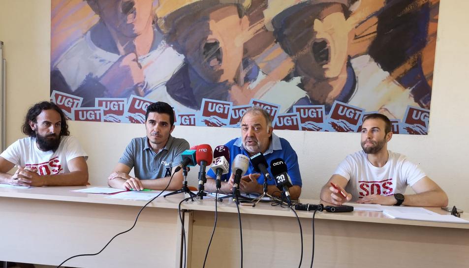 D'esquerra a dreta Miguel, Pasadas, Llort i Parra, ahir a la seu del sindicat UGT.