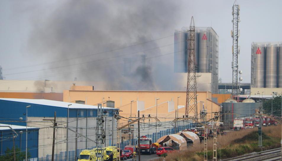 Pla general de la nau industrial que va cremar al polígon Entrevies de Tarragona.