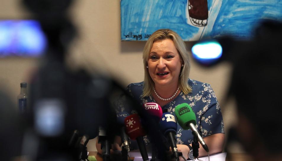 Inés Madrigal, la bebè robada, durant la roda de premsa.
