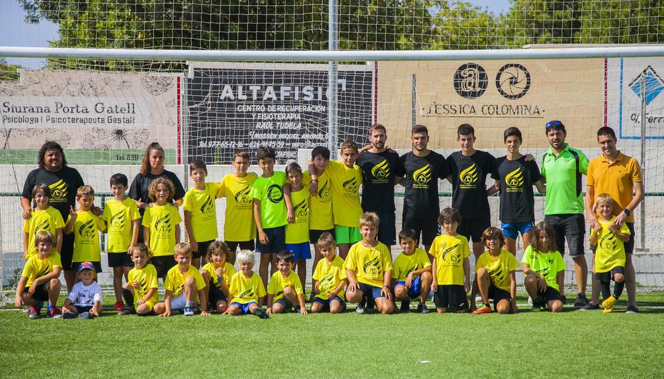 Una fotografia de família d'Alberto Benito, amb la resta de participants al Campus