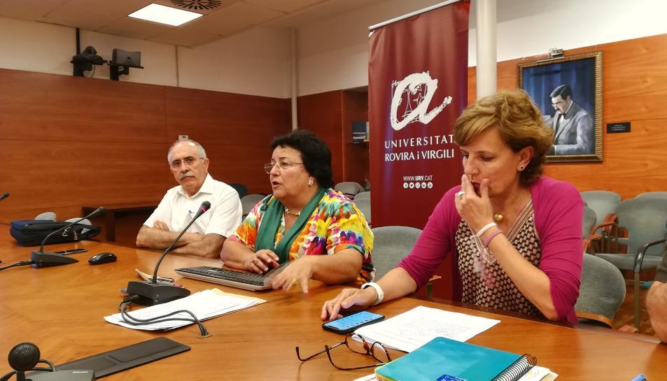 D'esquerra a dreta Francesc Díaz, María José Figueras i Laura Román, en la roda de premsa d'ahir.