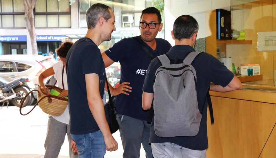 Arribada dels representants dels treballadors de terra d'Iberia per fer la segona reunió de mediació.