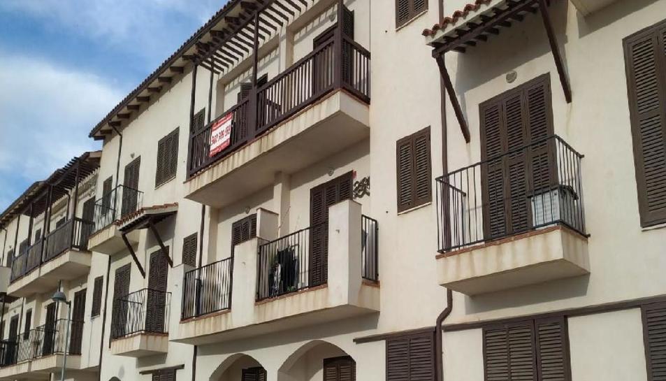 El piso més barat es troba a Sant Jaume d'Enveja amb un preu de 37.800 euros.