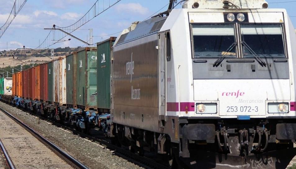 Imatge d'arxiu d'un tren de mercaderies de Renfe.