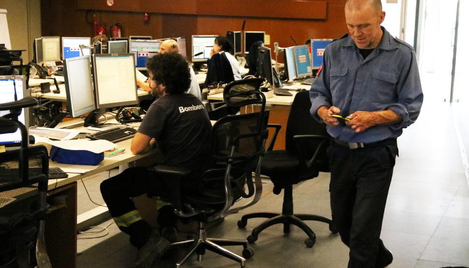 Josep Pallàs al seu lloc de feina al centre de coordinació dels GRAF a Bellaterra.