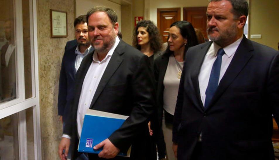 El líder d'ERC, Oriol Junqueras, als passadissos del Congrés recollint les credencials de diputat el 20 de maig del 2019.