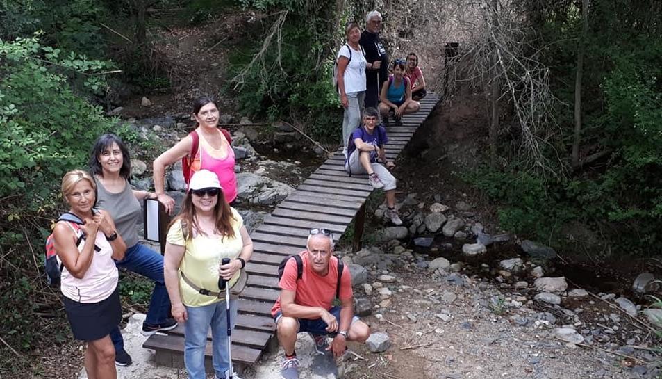Foto de grup del Voluntariat per la llengua durant la sortida al camí del Rec de la Selva del Camp.