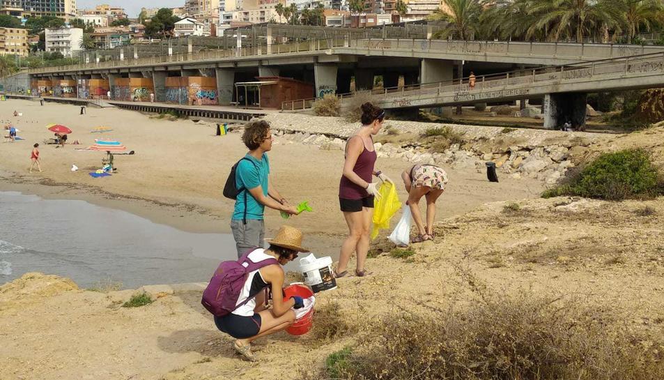 La recollida de residus es va fer a la zona de la punta del Miracle de Tarragona.