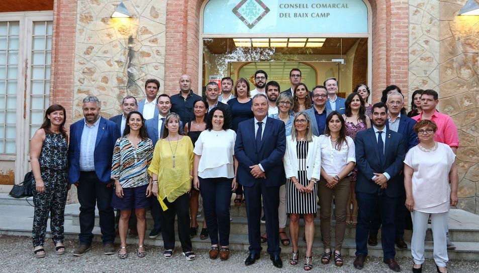 Foto de família dels 32 consellers que van prendre possesió al ple d'ahir.