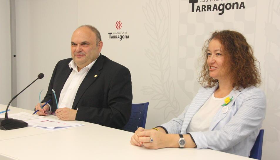 El conseller Jordi Fortuny, acompanyat de la consellera Laura Castel, en la roda de premsa d'explicació de la situació econòmica de l'Ajuntament de Tarragona. Foto del 16 de juliol del 2019 (Horitzontal).