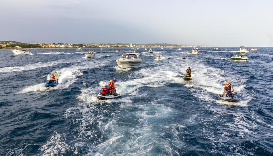 Les embarcacions es van engalanar per l'ocasió.
