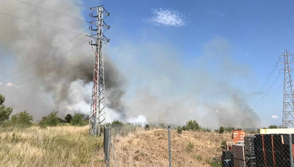 Els bombers han activat 10 dotacions terrestres i 1 d'aèria.