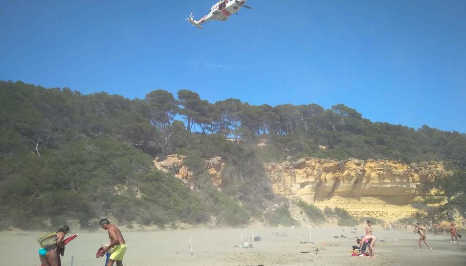Un dels helicòpters que hi havia a la zona,. que no ha arribat a aterrar.