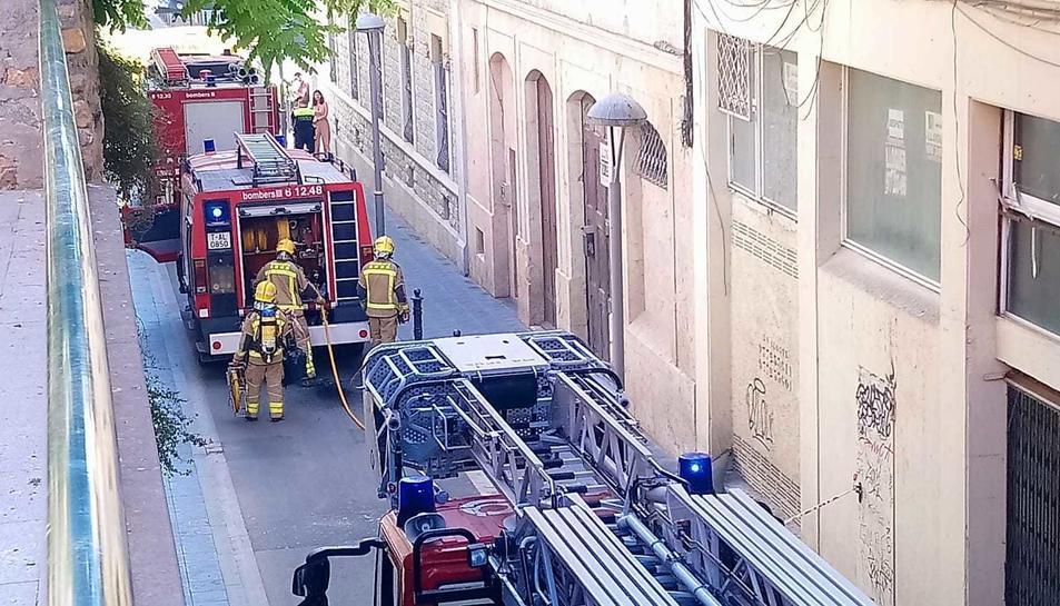 L'incendi s'ha originat en una cuina i ha mobilitzat tres dotacions de bombers.