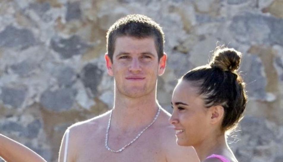 Aitana Ocaña i l'actor Miguel Bernardeau a Eivissa.