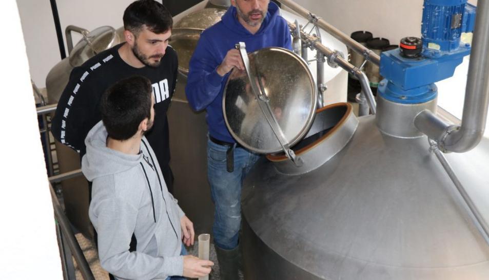 Activitat del Màster en Begudes Fermentades a la cervesera Les Clandestines de Montferri.