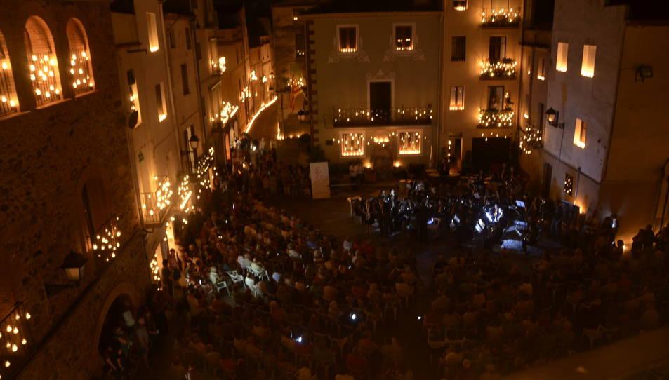 El concert es durà a terme a la plaça 1 d'octubre a partir de dos quarts d'11 de la nit.